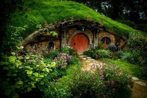 Шир из «Властелина Колец». Сказочная деревня Хоббитон рядом с Матамата, Новая Зеландия.