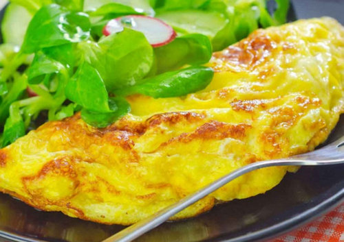 Омлет с зеленым салатом 1 порция – 275 ккал