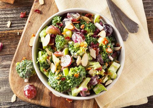 Пикантный салат с брокколи