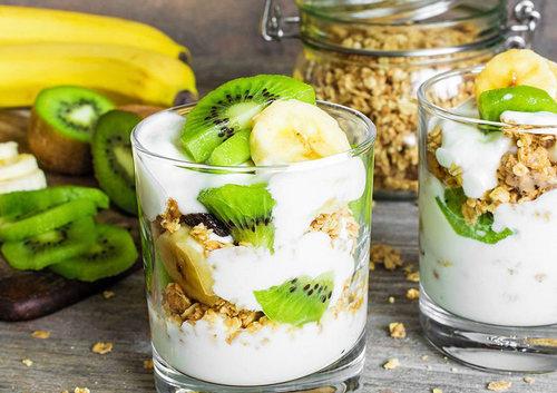 Домашняя гранола с йогуртом