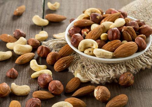 Горсть орехов (микс): 30 грамм – 185 ккал