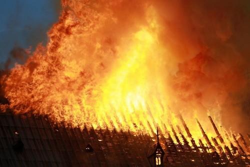 Нотр-Дам-де-Пари пожар