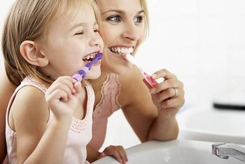 Как ухаживать за детскими зубами
