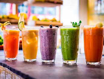 Каким полезным напитком утолить жажду летом?