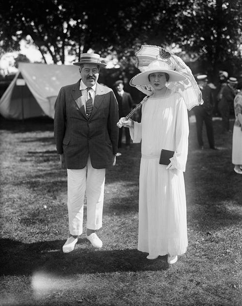 Реджинальд Вандербилт со своей невестой Глорией Морган.