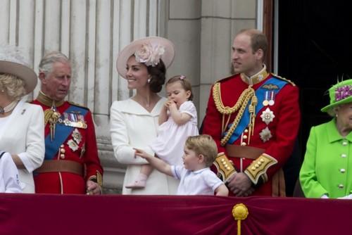 принц Чарльз, принц Уильям, Кейт Миддлтон, принц Джордж, принцесса Шарлотта