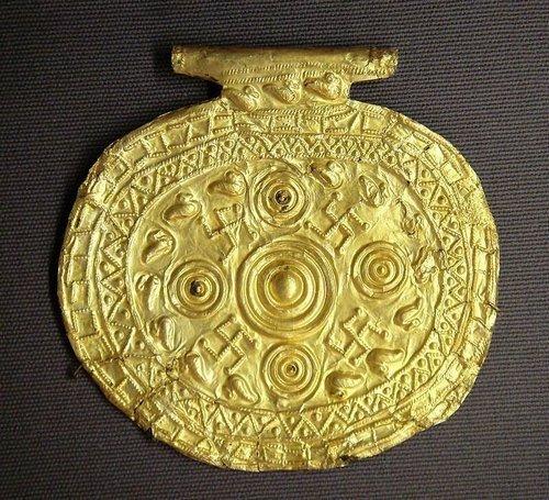 Свастику находят на архаичных монументах древности на Кипре, в Англии, Шотландии, Скандинавии, Испании и т.д.