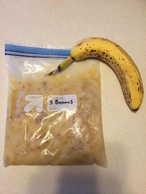 """7. """"Если у вас остались перезрелые бананы, то их можно заморозить, а позже использовать для выпекания. Храниться они могут в таком состоянии до 6 месяцев"""" Лайфхак, жизненно, интересно, полезно, фото, хитрости"""