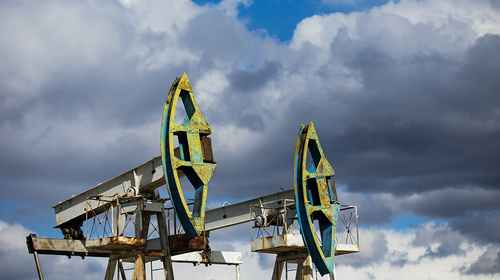 Обвальный спрос и беспрецедентное сокращение добычи: что будет с нефтью в ближайшие годы